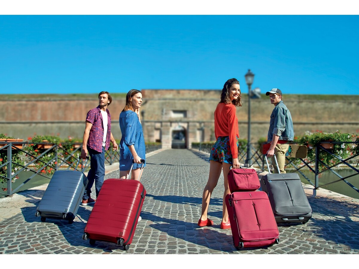 Материал чемоданов